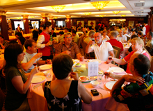 table dinner on yangtze cruise